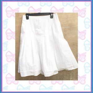 Motherhood Maternity White pleated skirt small